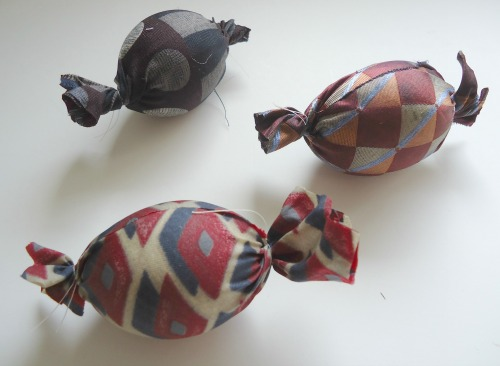 """<a href=""""https://www.themakeyourownzone.com/wp-content/uploads/2012/04/easter-egg-3.jpg""""><img class=""""aligncenter size-full wp-image-5445"""" alt=""""How to Dye Easter Eggs with Silk Ties"""" src=""""https://www.themakeyourownzone.com/wp-content/uploads/2012/04/easter-egg-3.jpg"""" width=""""500"""" height=""""311"""" /></a>"""