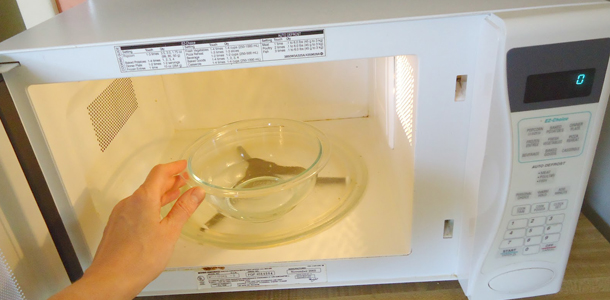 how to quickly clean microwave