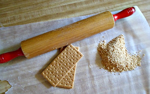 How To Make A Graham Cracker Pie Crust - The Make Your Own Zone