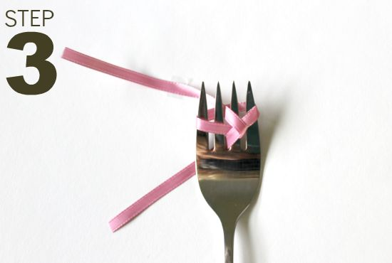 How to use a fork to make a bow - Make cute bows quickly with these step-by-step instructions for wrapping the ribbon around a fork to make perfect little bows!
