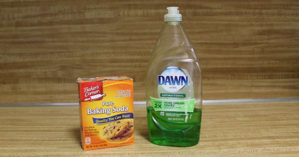 My experiment to see if you can really use baking soda and liquid dishwashing soap as a quick hack if you have no dishwasher detergent in the house.
