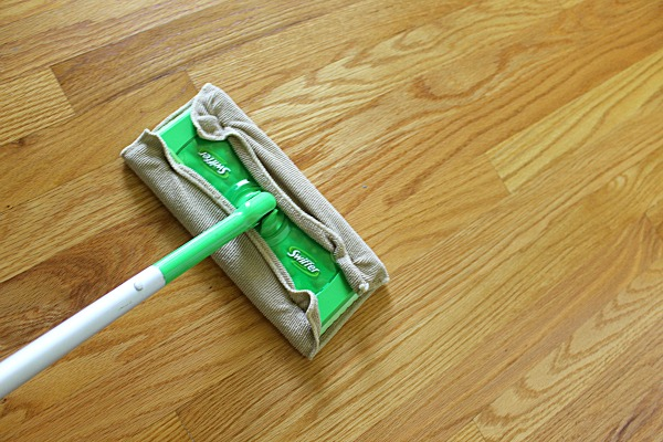 7 Things Not To Clean With Vinegar - Vinegar is a great all purpose cleaner, but there are a few things that you should not clean with vinegar