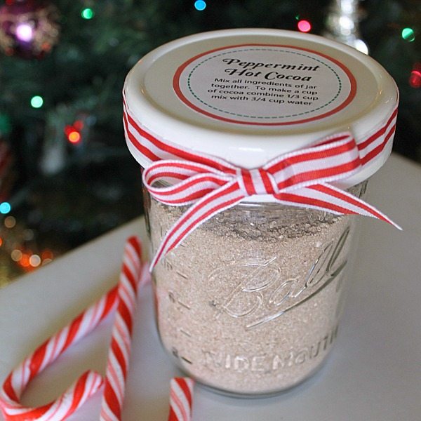 Peppermint Hot Cocoa Mix - includes option for layering the mix in a jar too - plus free printable label!