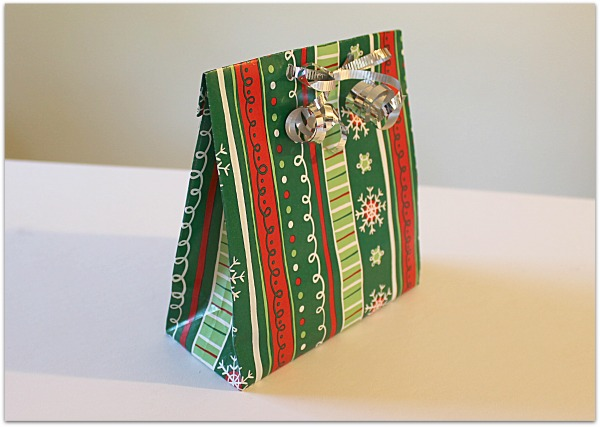 Make A Gift Bag From Wrapping Paper The Make Your Own Zone