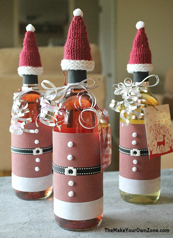 Quick knitting pattern to make hats for wine bottles - plus how to decorate your bottles with a Santa suit too!