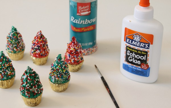 Christmas craft - mini Christmas trees make from candy