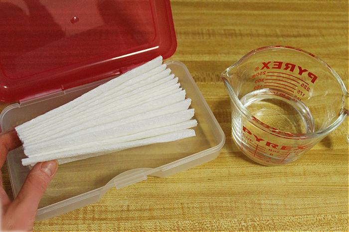 making homemade hand sanitizing wipes